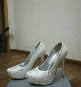 Туфли белые со стразами💎💎