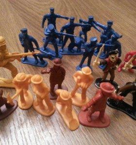 Солдатики и рабочии