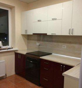 Кухонные гарнитуры с глянцевыми фасадами