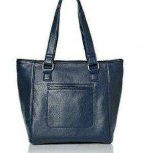 Темно синяя сумка.