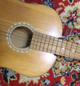 2 гитары требуют ремонта