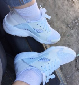 Новые кроссовки Nike air huarache 36р-р