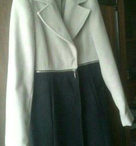 Итальянское демисезонное пальто 46 (L)