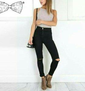 Новые джинсы с завышенной талией.