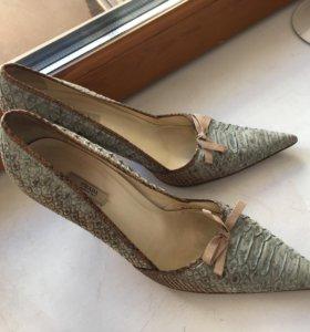 Туфли Prada из кожи питона
