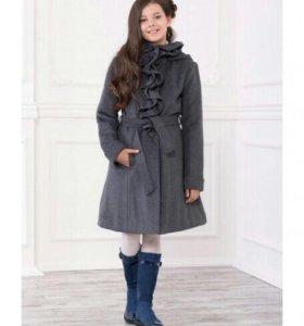 Пальто для девочки 12-13 лет. Одето 2 раза.
