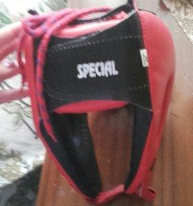 Шлем ( не разу не одевал)