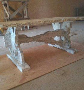 Состаренные стол и стулья