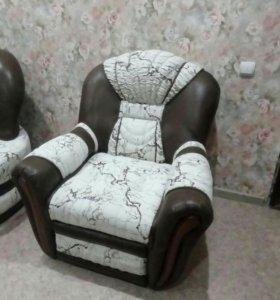 Угловой диван и два кресло