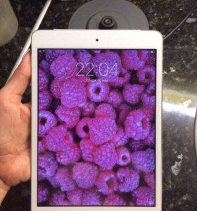 Планшет Apple Mini iPad 32 гб с сим картой