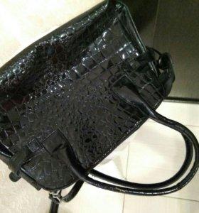 сумочка черная лак небольшая