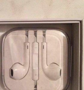 Оригинальные наушники на iPhone