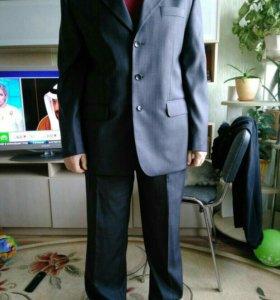 Мужской костюм с галстуком. 54р.