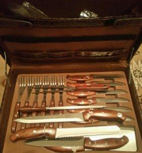 Набор новый ножей и вилок