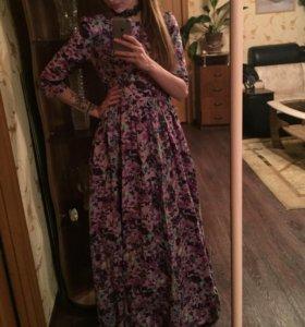 Новое платье цветочной расцветки в пол