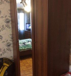 Шкаф угловой, кровать 2х спальная с матрасом б/у