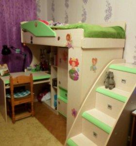Детский уголок (стол, кровать, шкафы, шифоньер)