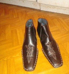 Мужские ботинки .новые