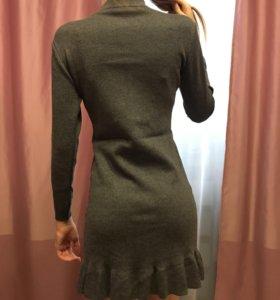 Очень красивое трикотажное платье с жемчугом