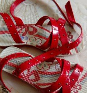 Новые Босоножки для-девочки 30 размер