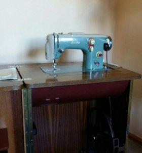 Швейная машина (ножная)
