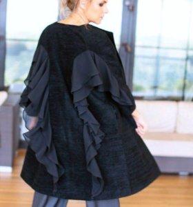 Дизайнерское пальто Bondiya