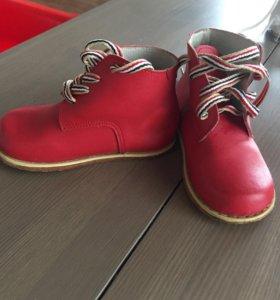 Ботинки на девочку 24р