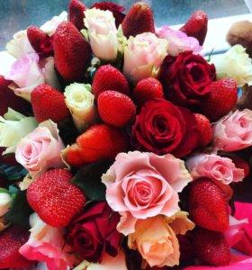 Букеты из клубники и роз