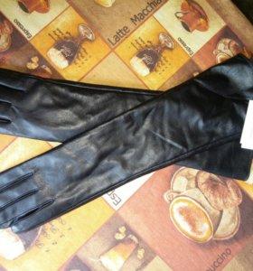 Перчатки кожаные длинные.