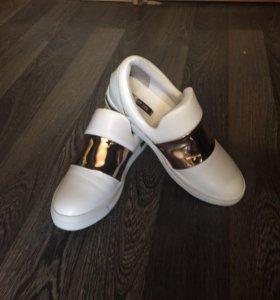 Кроссовки стильные