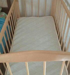 Продаю детскую кроватку с матрасом