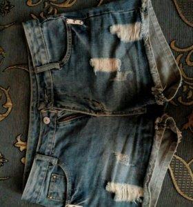Шорты джинсовые.