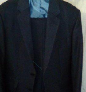 Продам костюм 44 размер