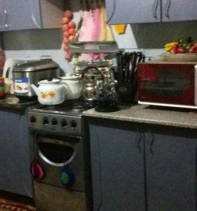 кухня, холодильник, газ плита,