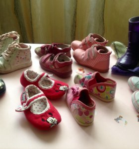Кеды,сандалии,ботинки,тапочки, резиновые сапоги.