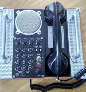 Винтажный телефонный аппарат