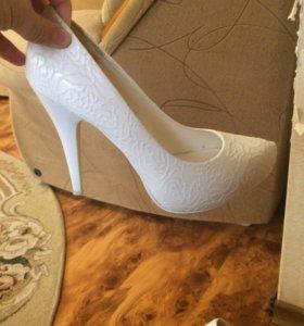 Туфли,свадебные!!!Обувала один раз,на три часа!