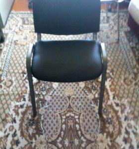 Офисный кожаный стул