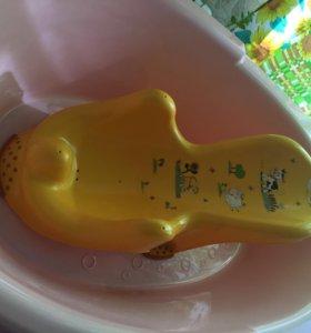 Детская ванночка и горка для купания.