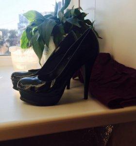 Туфли чёрный лак размер 39