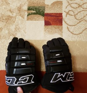 Хоккейная клюшка и краги