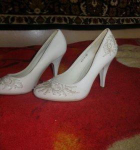 Свадебные туфли.