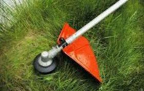 Покос травы триммером