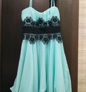 Платье бирюзовое нарядное в отличном состоянии.