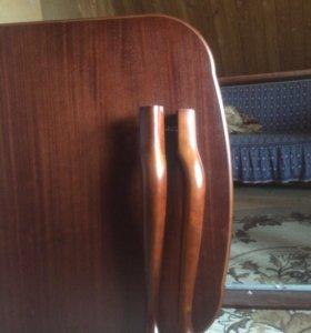Стол в гостиную