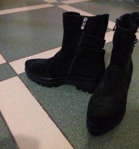 Зимние ботинки натур замша новые
