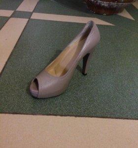 Кожаные туфли новые 37