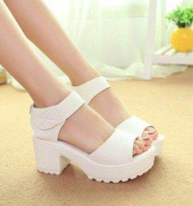 Новые туфли-босоножки