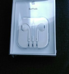 Наушники Apple EarPods на iPhone