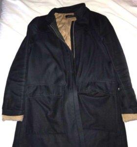 Пальто в хорошем состоянии, есть капюшон